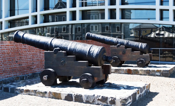 Chavonnes Battery cannons on the ramparts